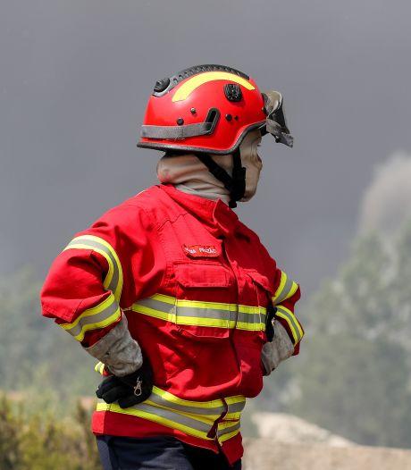 Vents et sécheresse compliquent la lutte contre le feu au Portugal