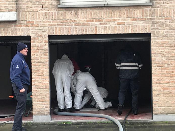 Mercredi, une opération de recherche a été organisée à la recherche d'un éventuel corps. Une fosse septique attenante à l'immeuble de la Roerdompstraat, ainsi qu'un puits ont été vidés. En vain.