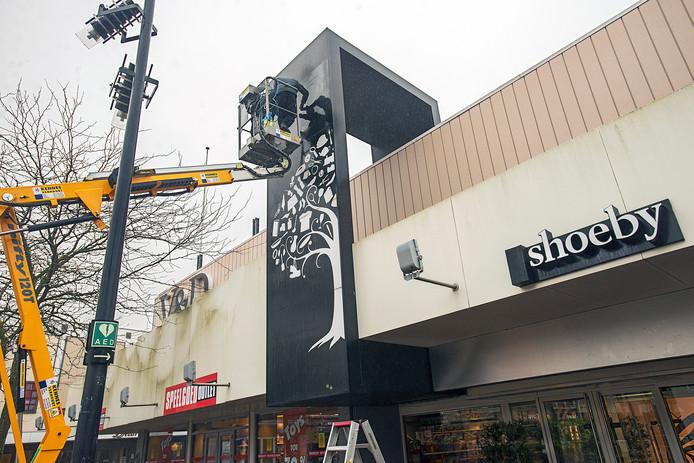 In de voormalige V&D in Oss duikt tijdelijke pop-up store Shoeby op.