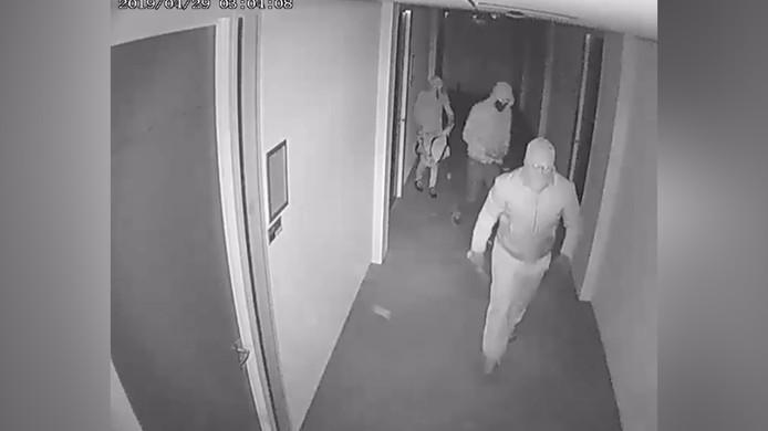Inbrekers vernielen deuren in het kantorenpand FlexOffiZ in Aa-landen