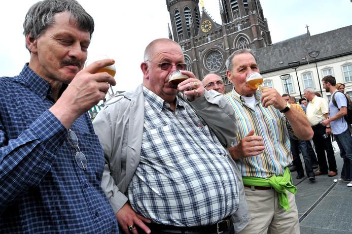 Bier drinken op de Heuvel. Wie is er niet groot mee geworden?