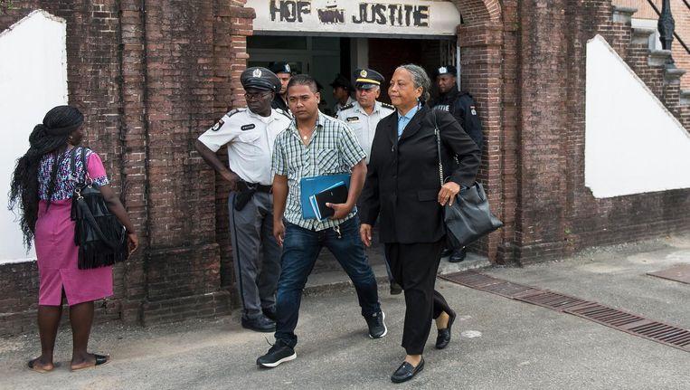 Rechter Cynthia Valstein - Montnor, voorzitter van de krijgsraad, verlaat het Hof van Justitie in Paramaribo. Beeld anp