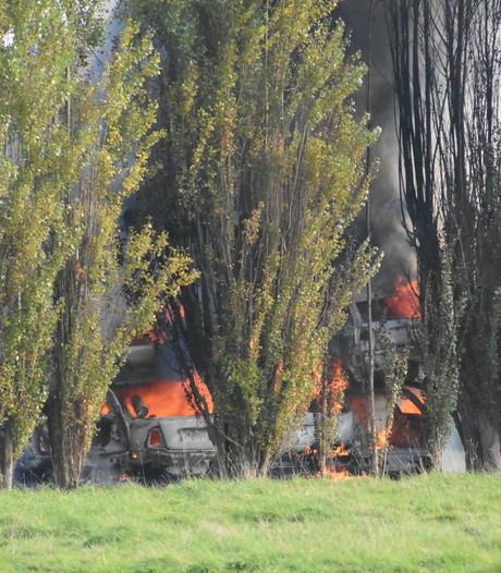 Brand bij autosloperij Zevenhuizen