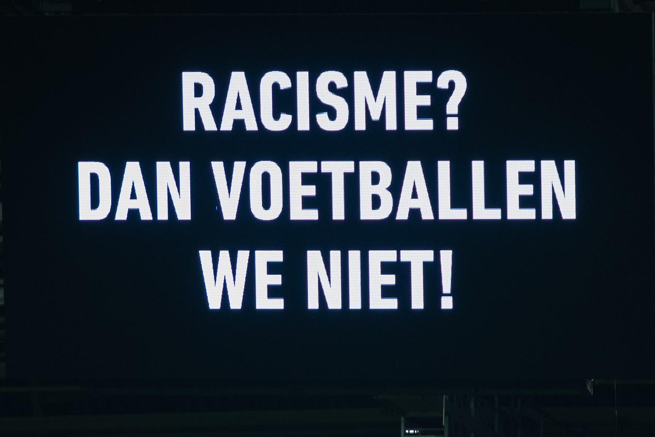 Leus op een groot scherm in het stadion van FC Utrecht.