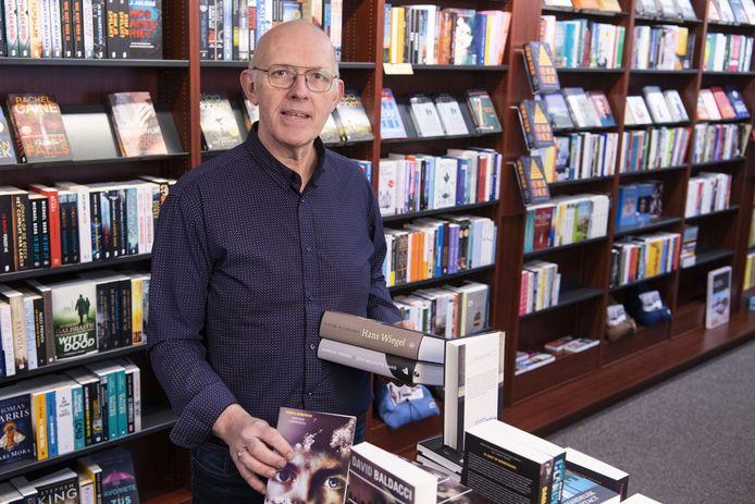 Arthur Bake is eigenaar van Boek en Buro. Hij bezorgt vanwege de coronacrisis boeken aan huis.