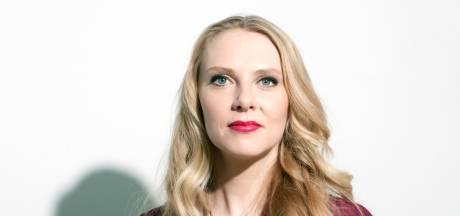 Zwangere Jelka van Houten (42): 'Ik ben totaal mezelf niet'