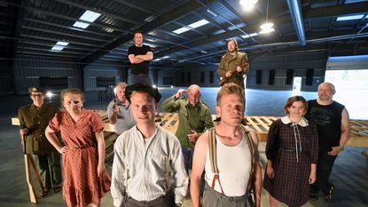 Oude NAVO-hallen decor voor toneelstuk over WOI