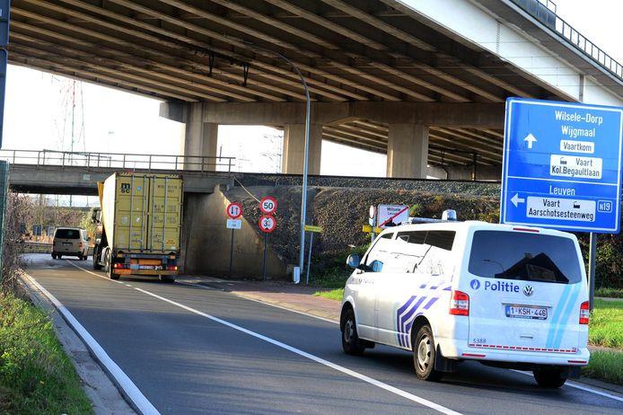 Regelmatig rijdt een vrachtwagen zich klem onder de Duitse Brug over de Aarschotsesteenweg in Wilsele.