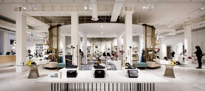 Schoenen afdeling in het warenhuis Hudson's Bay.