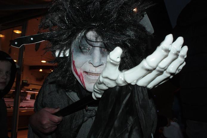 Winkeliers doen vrolijk mee aan Halloween in Kaatsheuvel.