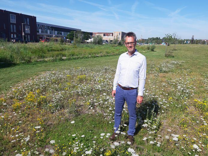 Henk van de Scheur op de plek voor zijn woning in de Arnhemse wijk Schuytgraaf waar de aanleg van een sport- en beweegveld zou zijn beoogd.