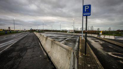 """Dedecker stelt ultimatum rond snelwegparking Mannekensvere: """"Permanente bewaking en ANPR-camera's, of de boel sluiten"""""""