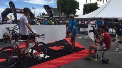 Triatleet Joris Zaman bereikt finish van Ironman