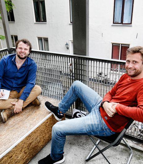 Utrechts carnavalsduo maakt lied over vertrek Van Zanen: 'Jan gaat daar nu wat aan doen in Den Haag!'