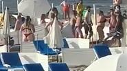 Ook in Knokke incidenten: videobeelden tonen hevige vechtpartij op strand