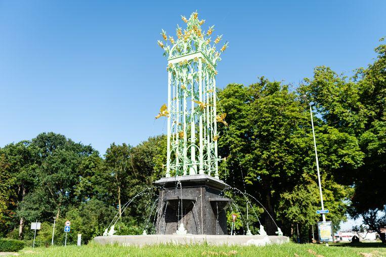 Burgemeester Stulemeijerlaan, Bergen op Zoom, neogotische fontein door Janus Dingemans Beeld Katja Poelwijk