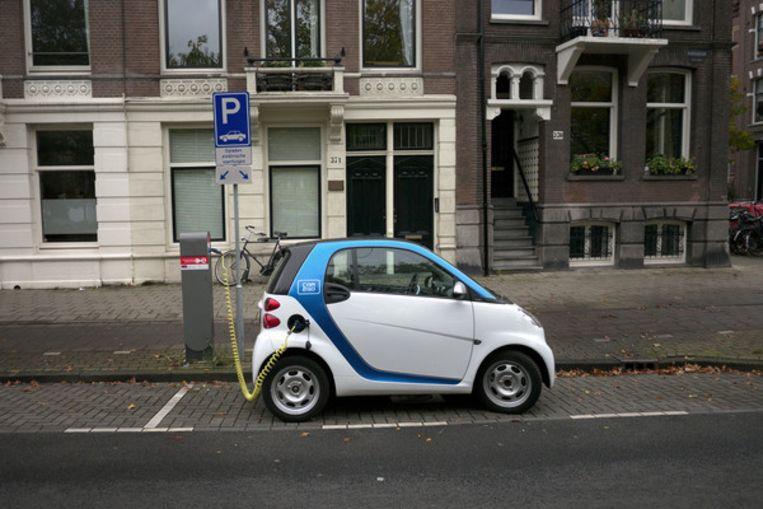 Een Car2Go in Amsterdam. Beeld Joost van den Broek
