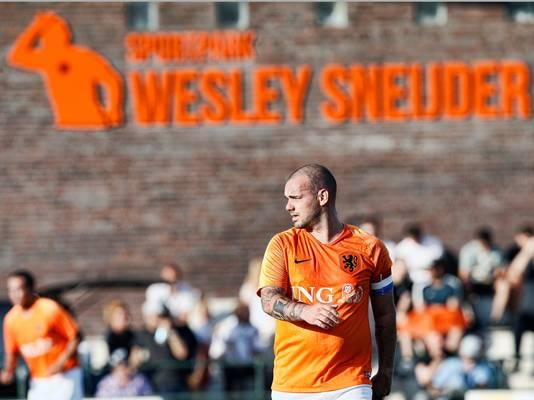 Wesley Sneijder speelde op 25 augustus nog mee met de oud-internationals, op zijn eigen sportpark in Utrecht.