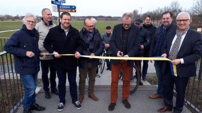 Nieuwe fietsbrug feestelijk geopend