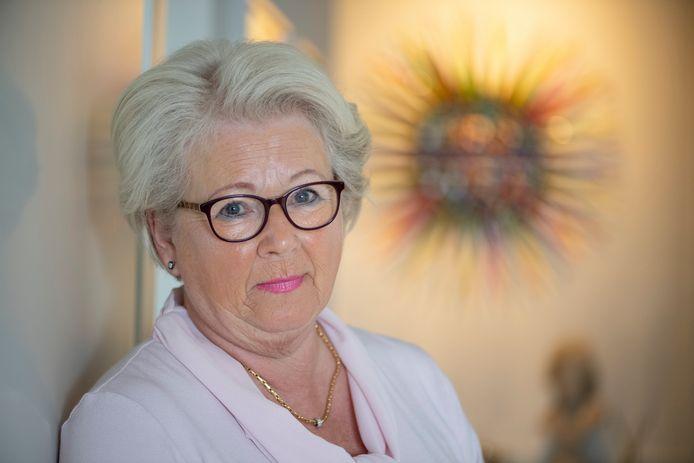 Jolanda de Boer. Haar moeder stierf, eenzaam in coronatijd.