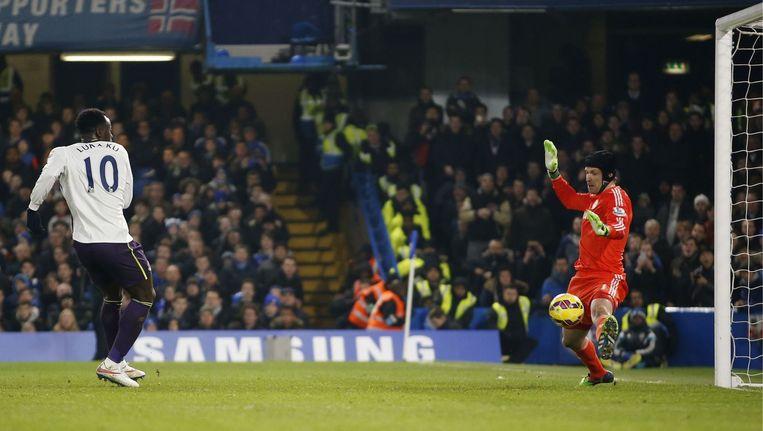 Lukaku had na 70 minuten de 0-1 aan de voet, maar schiet van dichtbij op Cech