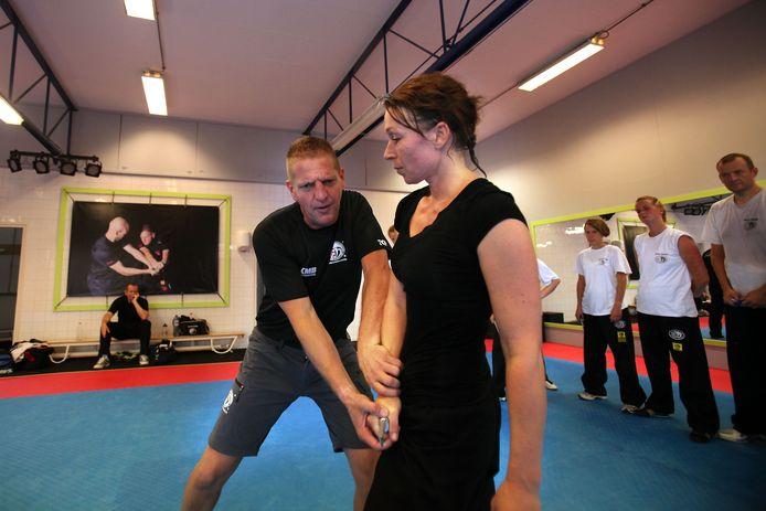 Krav Maga instructeur en ex-marinier Ton van Leusden.