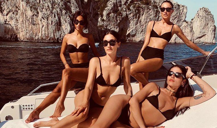 Enkele influencers tonen op Instagram hun voorkeur voor basic zwemkledij.