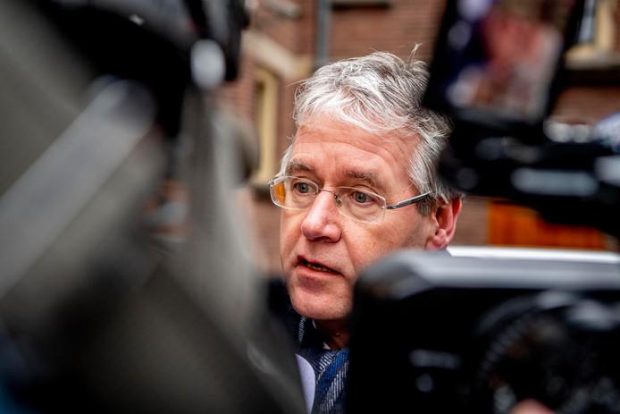 Minister Arie Slob (Onderwijs) wil in gesprek met CLV-rector Willem de Vos over de discussie rond nepleerlingen.
