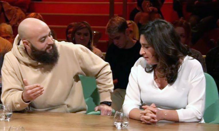 """Zuhal Demir clasht met de islamitische ex-rapper in """"Van Gils en Gasten""""."""