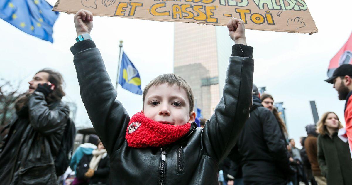 Meer dan 6.500 manifestanten vragen ontslag van Theo Francken