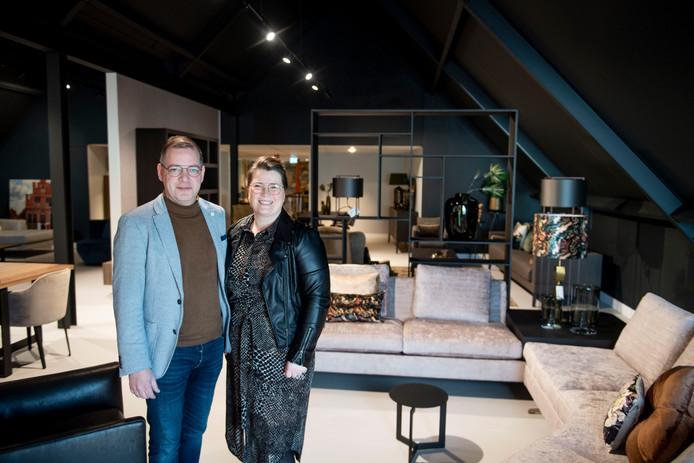 Gradus en Fennetje Wessels in hun meubelzaak.