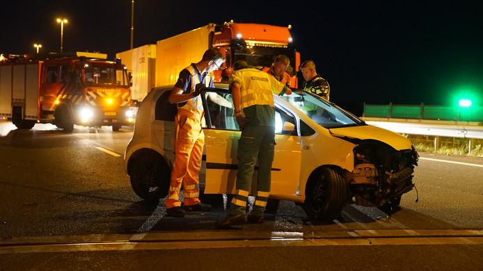 De auto raakte flink beschadigd door het ongeluk op de A1 bij Wilp.
