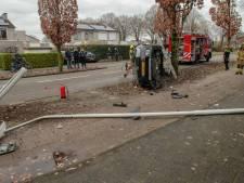 Automobilist ramt lantaarnpaal in Papendrecht, maar komt met de schrik vrij