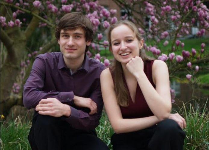 Kajetan Kubala en Veronique De Raedemaeker van Duo A Ccordes brengen zondag de muziek.
