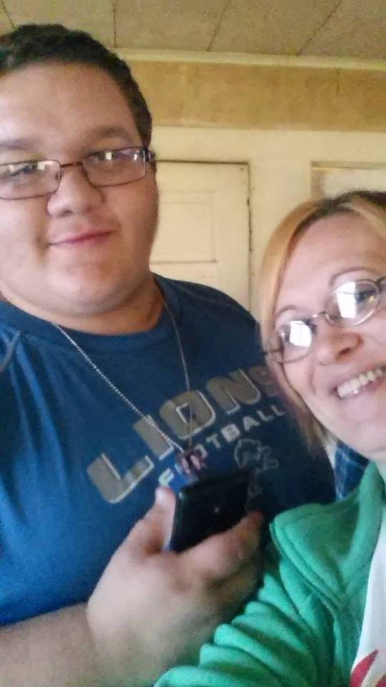 Crystal en haar zoon Jason.
