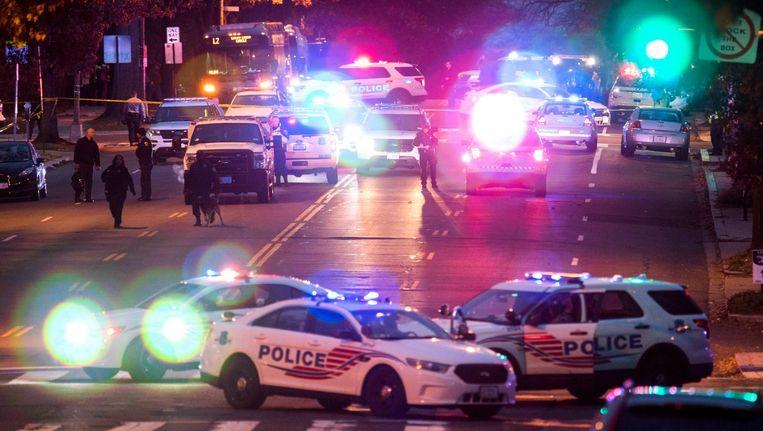 Een man drong zondag de pizzeria Comet Ping Pong binnen met een AR-15 automatisch geweer en loste een aantal schoten, waarop het personeel en de gasten naar buiten vluchtten. Beeld null