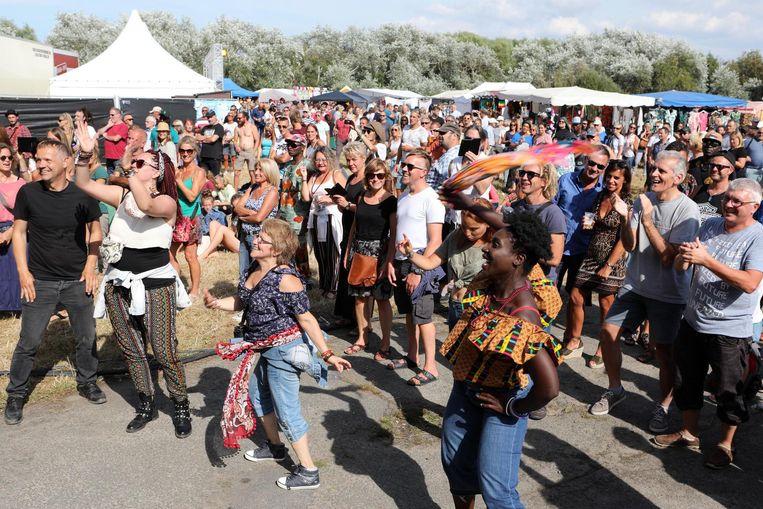 Vrijdag en zaterdag was er op het Paelsteenveld Afro C, de dag erna vond Sea & Dance er plaats.