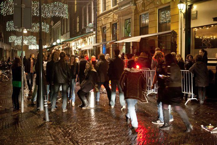 De Voorstraat in Zwolle is in april twee keer het toneel van grootschalige trainingen voor politie en horecapersoneel.