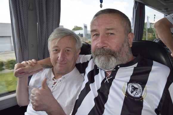 Geert Wauters en Eddy van de Perre op de bus richting Nederland.