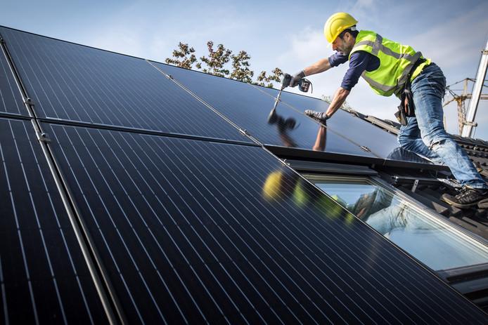 Veel woningen in ons land worden voorzien van zonnepanelen.