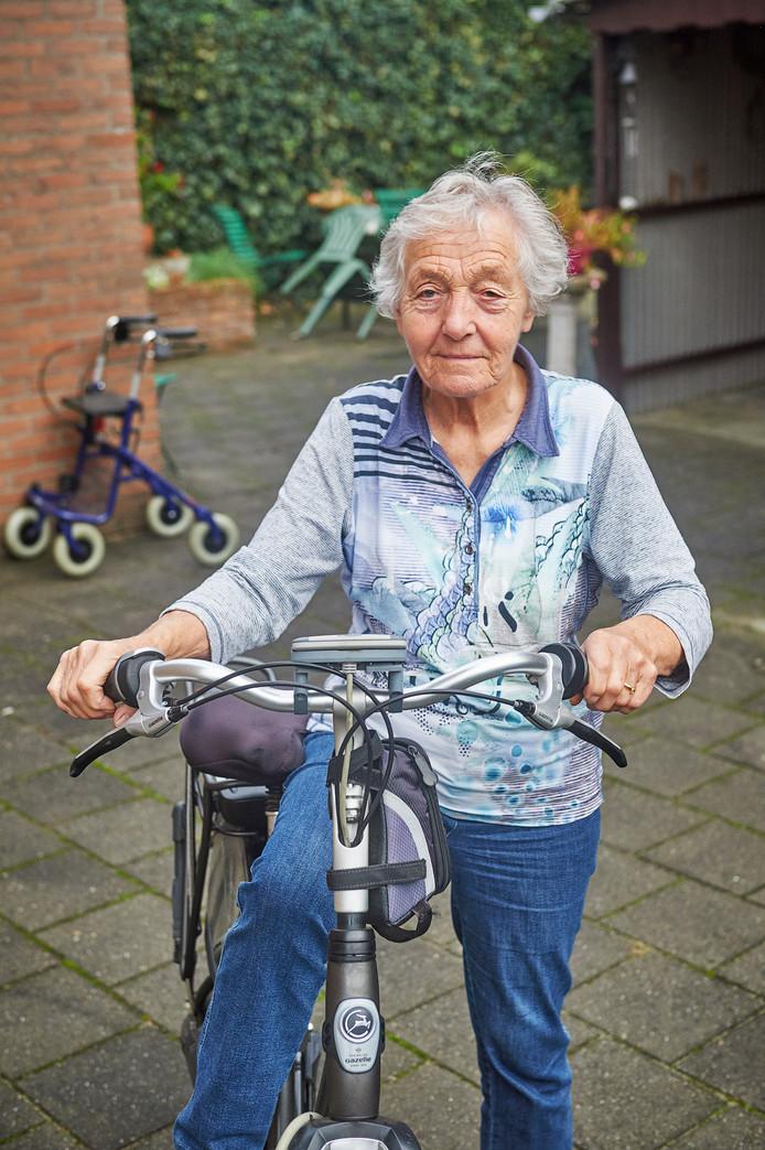 Marie van den Hanenberg stapt weer dagelijks op haar fiets. Foto: Van Assendelft/Jeroen Appels