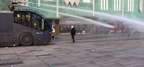 Lekke band waterkanon cruciaal: zo konden relschoppers station in Eindhoven vernielen