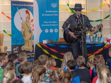 Volle bak voor kinderboekenschrijver Paul van Loon in Goes