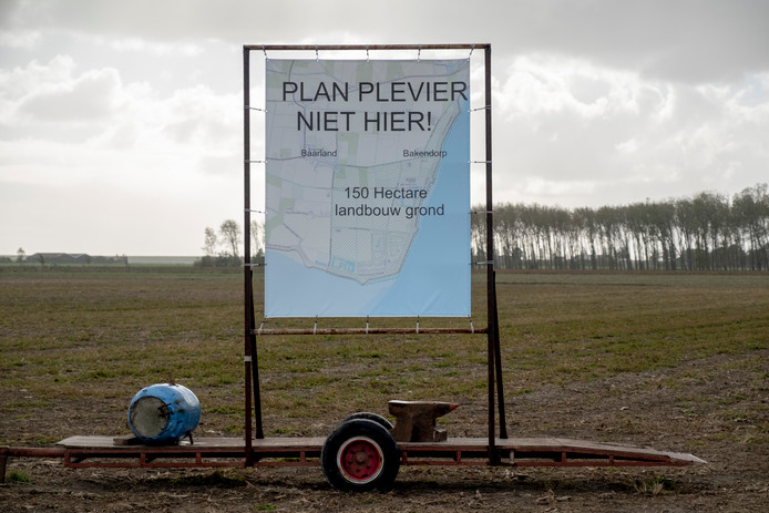 Protestbord tegen het Plan Plevier bij Baarland.
