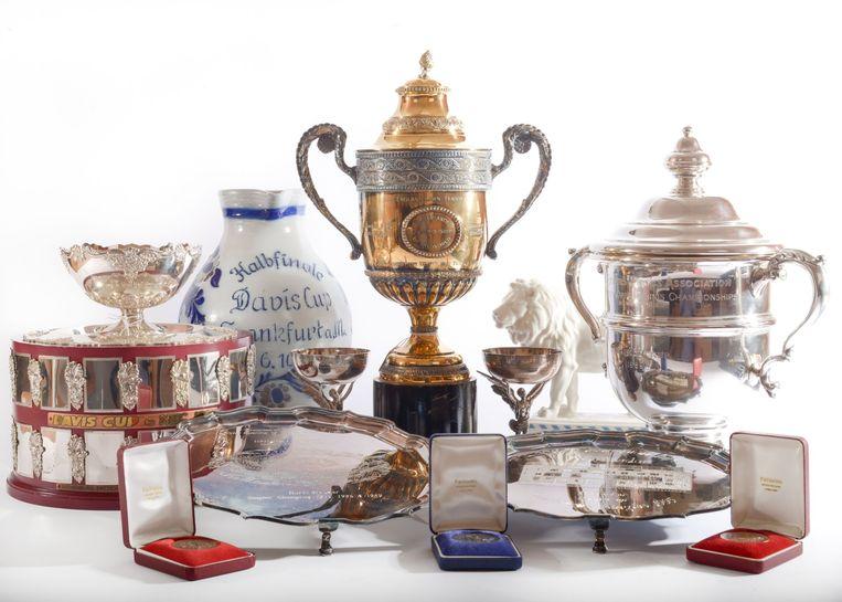 De meer dan 80 trofeeën, medailles, horloges en foto's hebben ruim 750.000 euro opgeleverd.