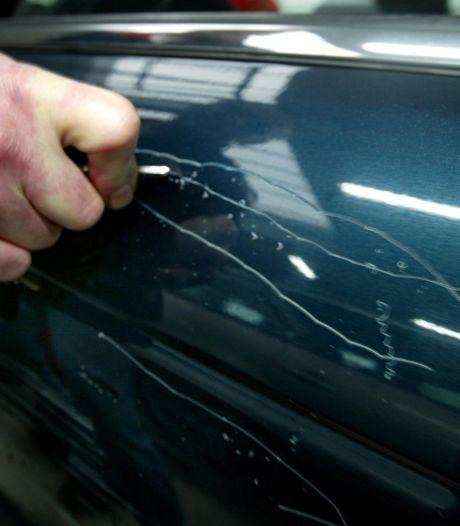 Vijftien aangiftes: Politie houdt man uit Zeewolde aan om bekraste auto's