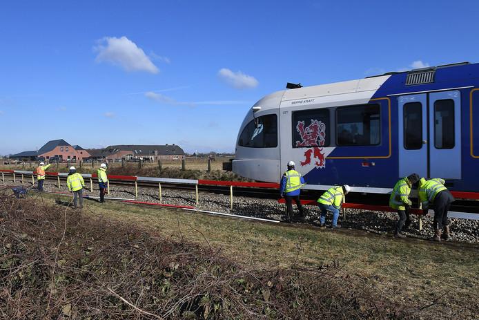 Eerdere werkzaamheden, zoals hier bij het dorp Groeningen, voor een veiligere Maaslijn.
