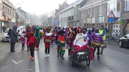 Sinterklaas arriveert met de bakfiets in Nazareth