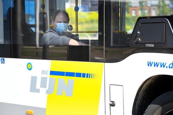 Passager masqué dans un bus De Lijn, fin avril, à Hasselt