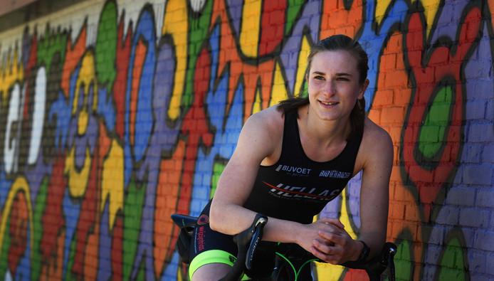 De 17-jarige Marit van den Berg uit Culemborg is sinds kort triatlete bij Hellas.